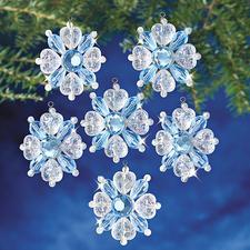 12 Schneeflocken im Set, Ø 4 cm Glamouröser Perlen-Weihnachtsschmuck – als Komplettpackung zum kreativen Selbermachen.