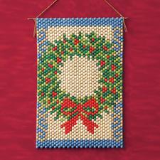 Weihnachtliche Perlen-Wandbehänge zum Basteln.