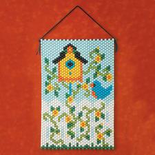 Frühlingshafte Perlen-Wandbehänge zum Basteln.