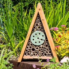 Multi-Insektenhaus Insektenhotels - gemütliches Heim für kleine, nützliche Gartenhelfer.