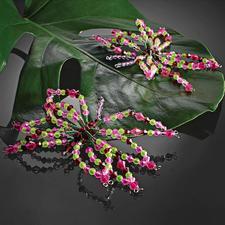 4 Schmetterlinge und 10 Blumen im Set.