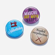 Strickimicki Ansteck-Buttons aus Metall, 3er-Set Witzig-freche Sprüche für Strickfans und Nähverrückte.