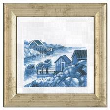 """Miniatur-Stickbild """"Schären"""" Stickereien in Blau-Weiss – luftig frisch und dennoch zeitlos klassisch."""