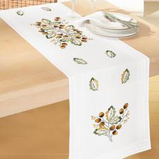 Tischwäsche mit eingewebtem Zierrand.