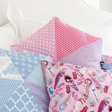 """Näh-Idee """"Hexagon-Kissen, Rosa"""" Hexagon-Kissen: Näh-Idee aus dem Buch """"Sew Happy – Nähen mit Jolijou""""."""