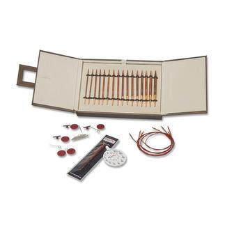 Knit Pro™-Nadelset - Symfonie Rose Exklusive, rosenholzfarbene Knit Pro™-Rundstricknadeln jetzt in edler Kunstleder-Schmuckbox.