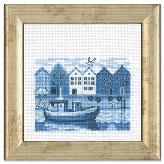 Miniatur-Stickbild - Hafen Stickereien in Blau-Weiss – luftig frisch und dennoch zeitlos klassisch.