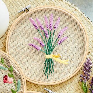 Stickbild - Lavendel Feinste Stickmotive auf zarten Tüll.